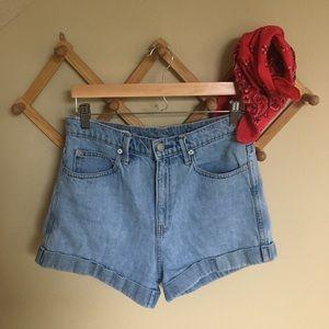 Gap high waisted jean shorts size 28